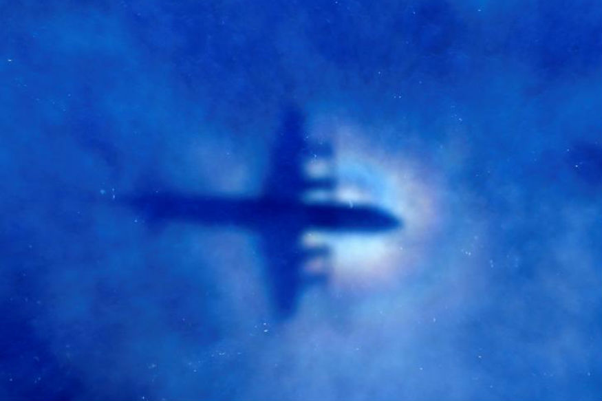 New-found Debris Believed to be From Flight MH370 Handed to Malaysia Govt