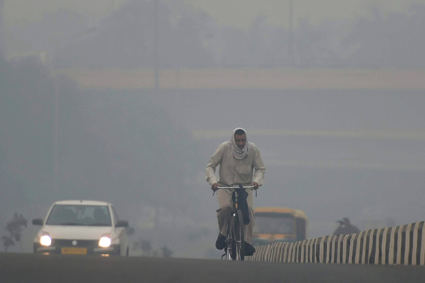 Delhiites Wake Up to Cold Monday Morning; Air Quality Drops to 'Severe'