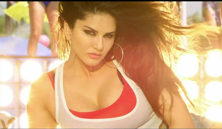 Hard Kaur makes abusive comment on Sunny Leone [VIDEO